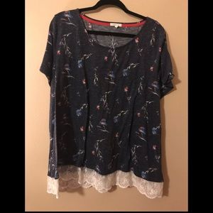 Size 3X short sleeve top with lace hem detail
